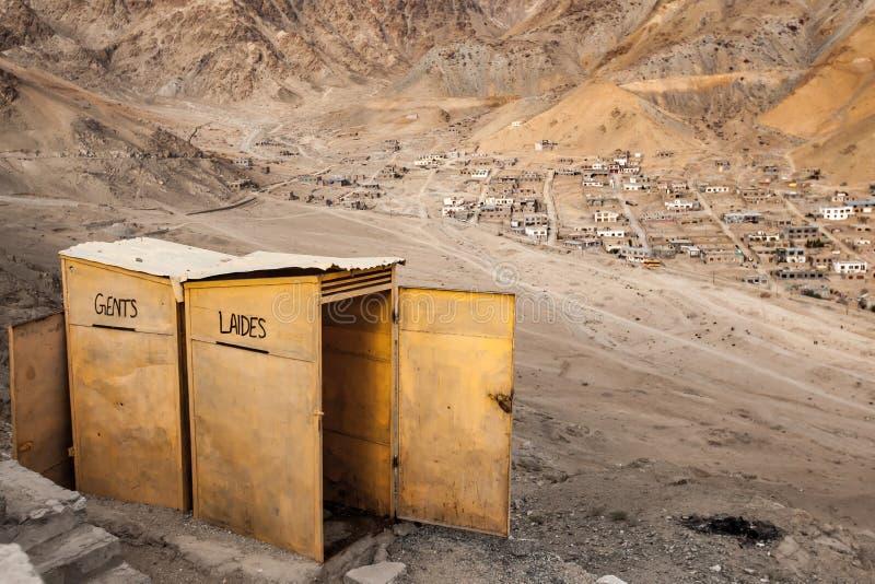 Toilet in de stad van Leh Ladakh royalty-vrije stock foto's