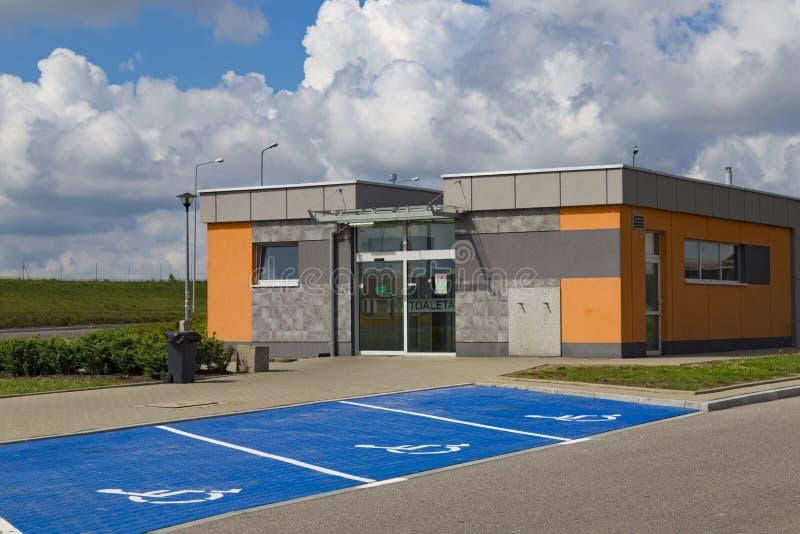 Toilet op rust post, autobahn in Polen, Europa royalty-vrije stock foto's