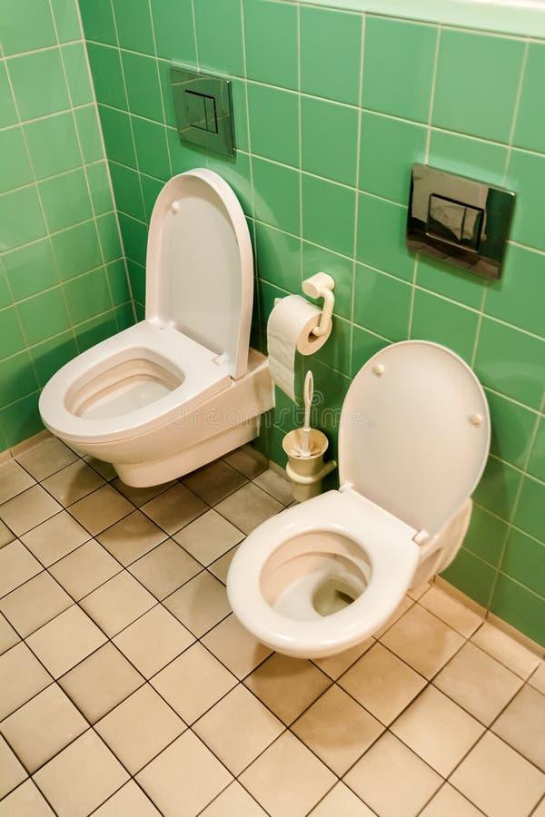 Toilet voor volwassenen en kinderen royalty-vrije stock afbeeldingen
