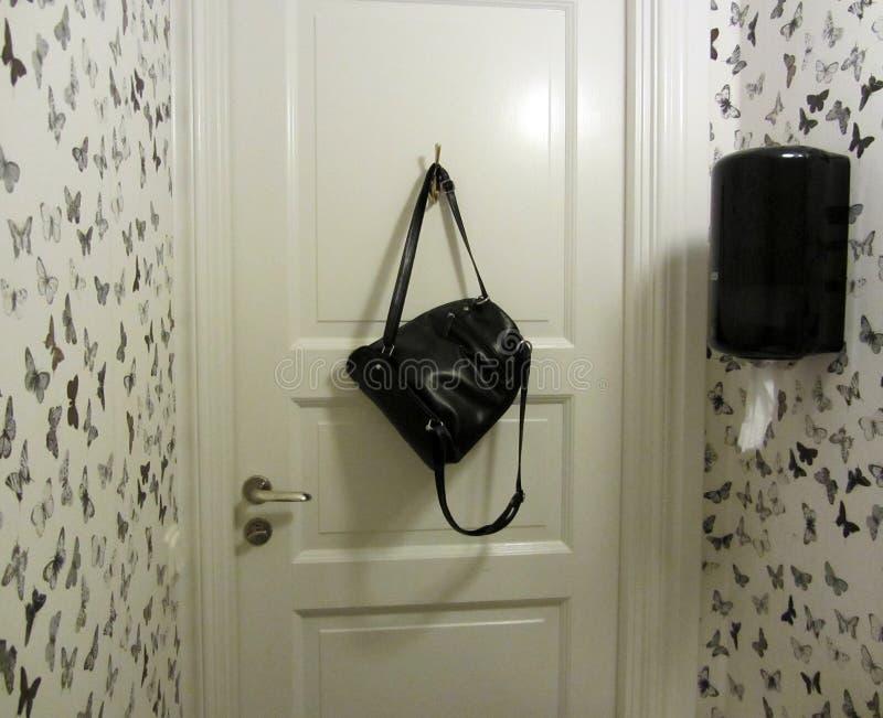 Toilet zwart-wit binnenland royalty-vrije stock foto's