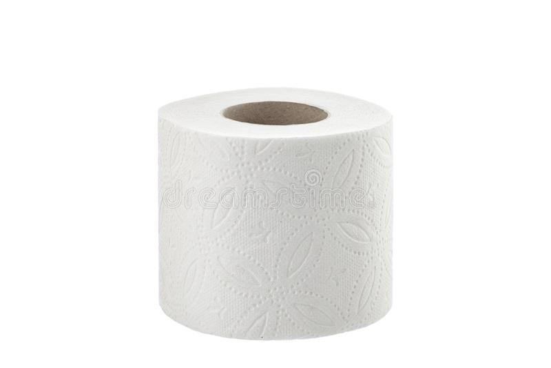 Toiletpapier bij de witte geïsoleerde closetrol als achtergrond royalty-vrije stock afbeeldingen