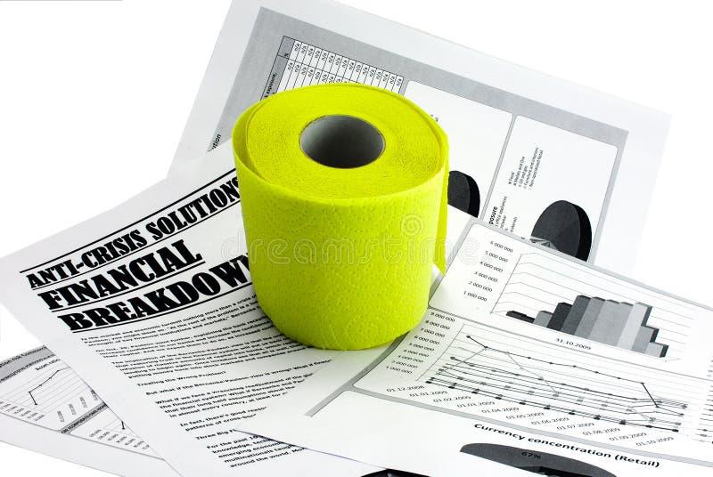 Toiletpapier op krantenartikel over crisis royalty-vrije stock afbeelding