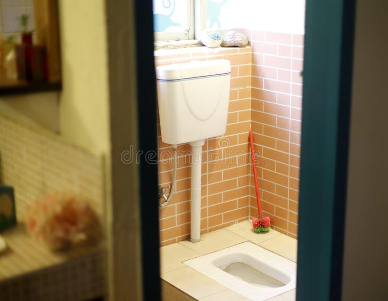 Toilette accroupie photographie stock