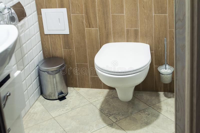 Toilette d'aspect moderne photo stock