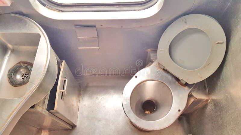 Toilette d'un train image libre de droits