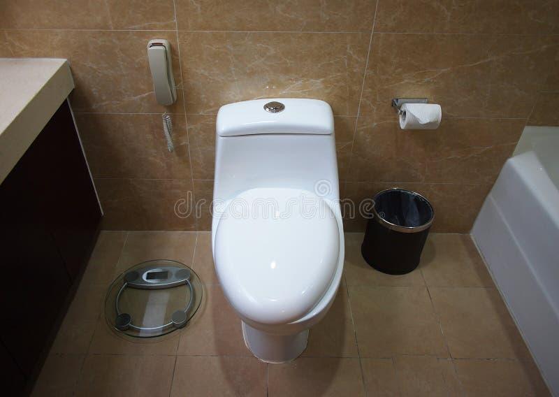 Toilette dans une chambre photos stock