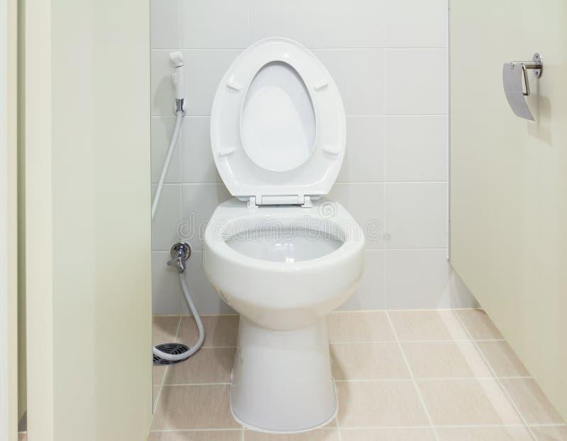 toilette de cabinet d 39 aisance image stock image du. Black Bedroom Furniture Sets. Home Design Ideas