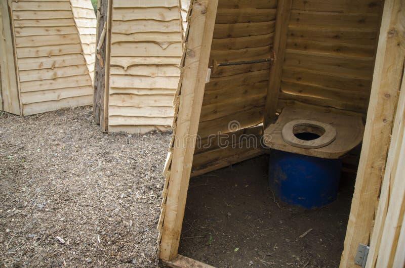 Toilettes Sèches écologiques Image stock - Image du ligne, toilettes:  84984627