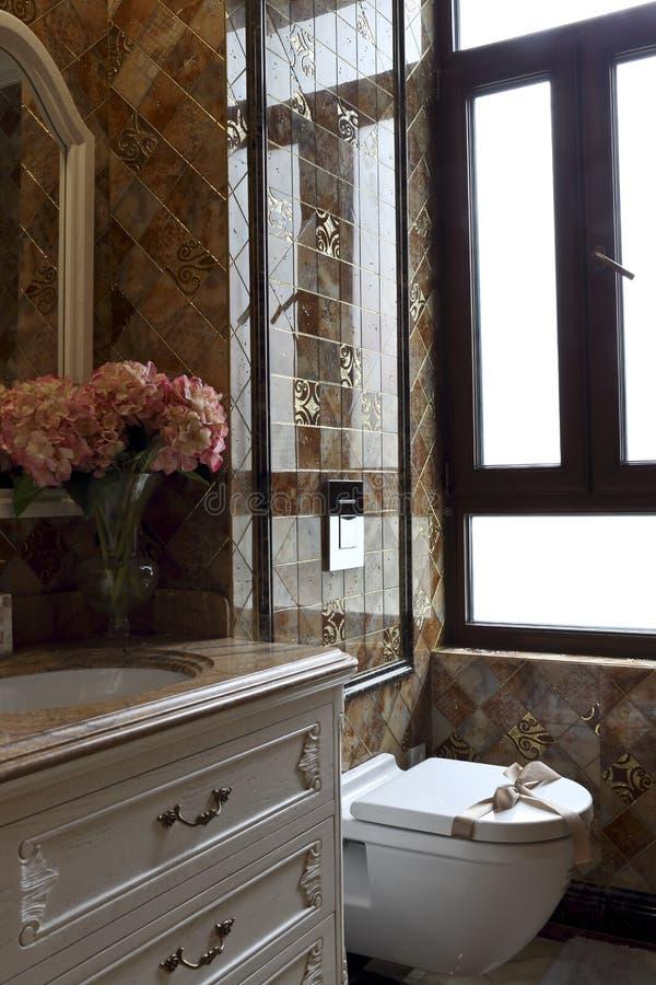 Toilette De Luxe D\'appartement Image stock - Image du français ...