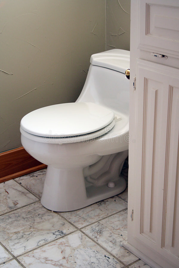 Toilette de salle de bains images stock