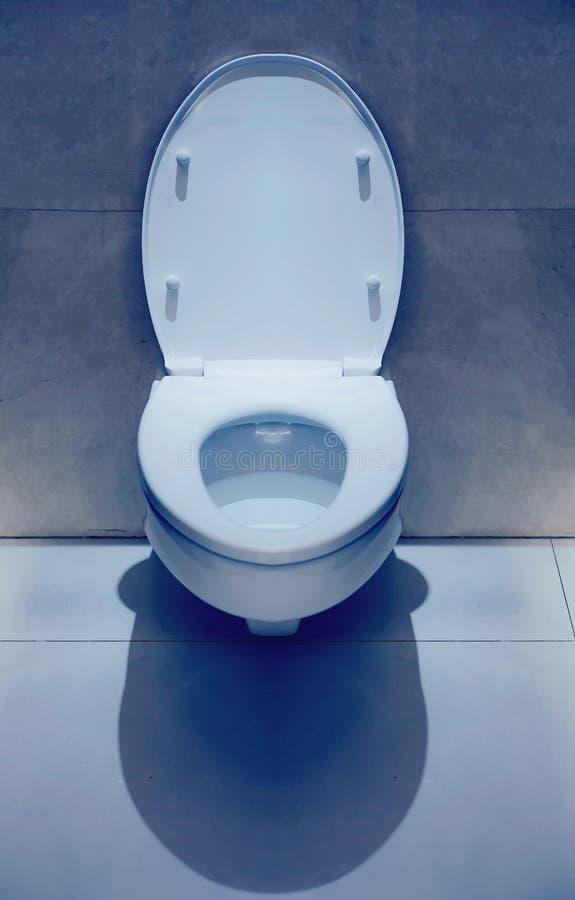 Toilette isolée dans la chambre photo libre de droits