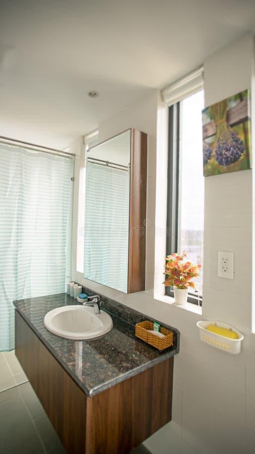 Toilette o toilette nella progettazione della casa di architettura immagini stock libere da diritti