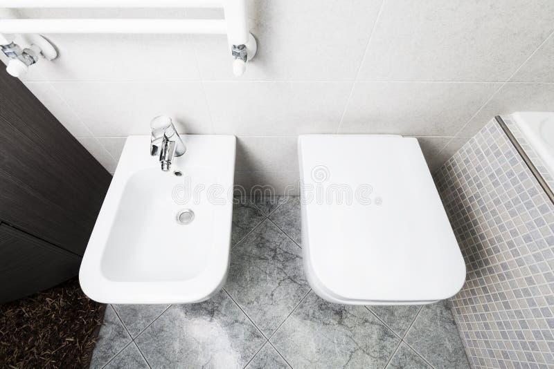 Toilette och bidé från över arkivfoto