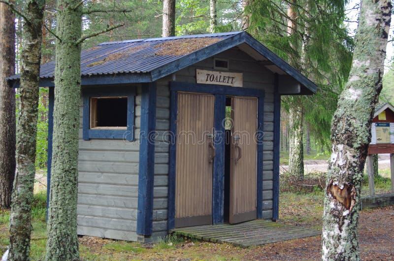 Toilette semplice in un'area di riposo fotografia stock