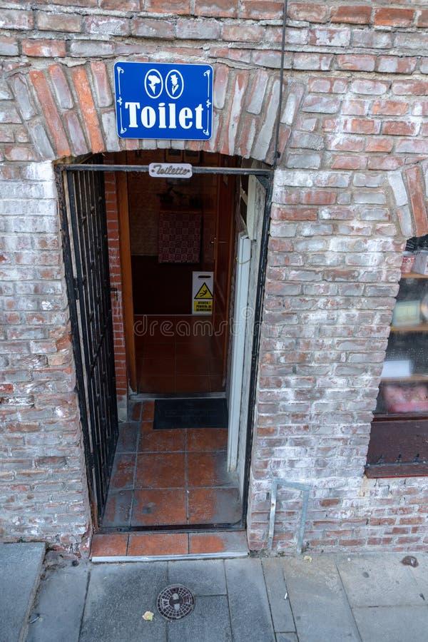 Toilette sotto il ponte dei bugiardi a vecchia Sibiu, Romania fotografie stock libere da diritti