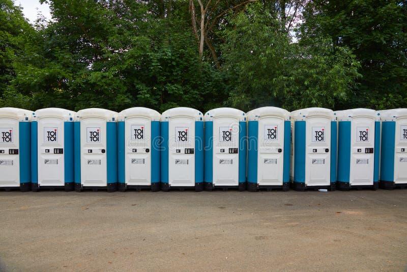 Toiletten installiert an einem allgemeinen Ereignis stockfoto