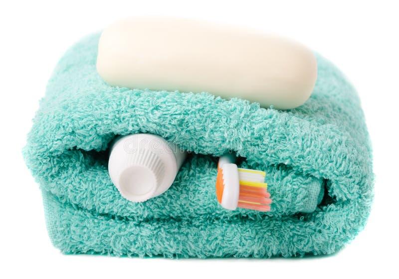 Toilettenartikel (Zahnbürste, Seife, Tuch) lizenzfreie stockfotos