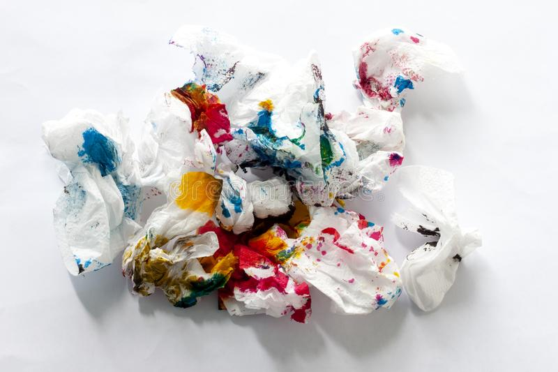 Toilettenpapier mit farbiger Tinte stockfoto