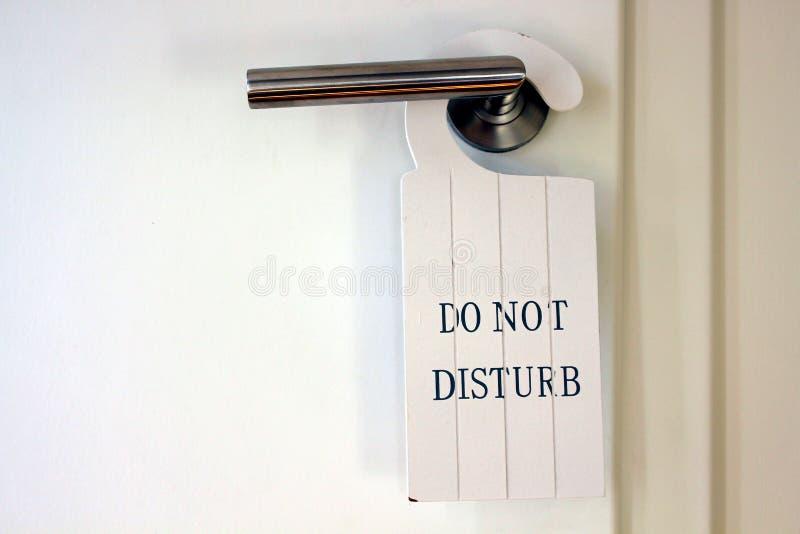Toilettentür mit tun kein stören Zeichen stockfoto