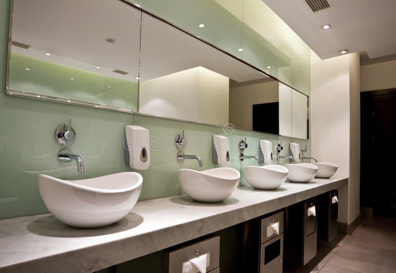 Toilettes publiques image stock