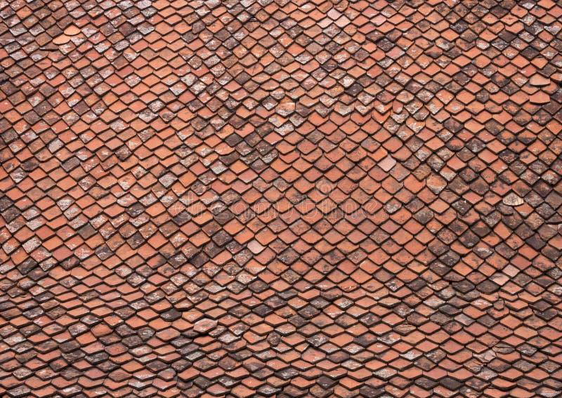 Toit avec de vieilles tuiles image stock image du m di val rouge 18784387 for Tuiles vieillies