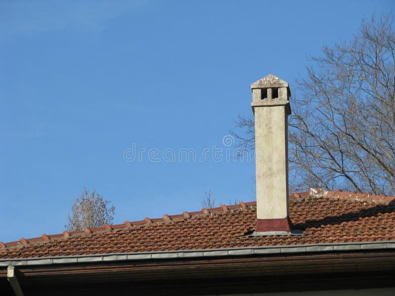 Toit avec la cheminée en Turquie Istanbul photographie stock