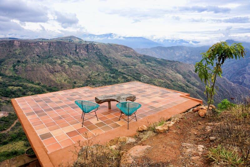 Toit avec la vue du canyon de Chicamocha en Mesa de los Santos, Colombie images stock