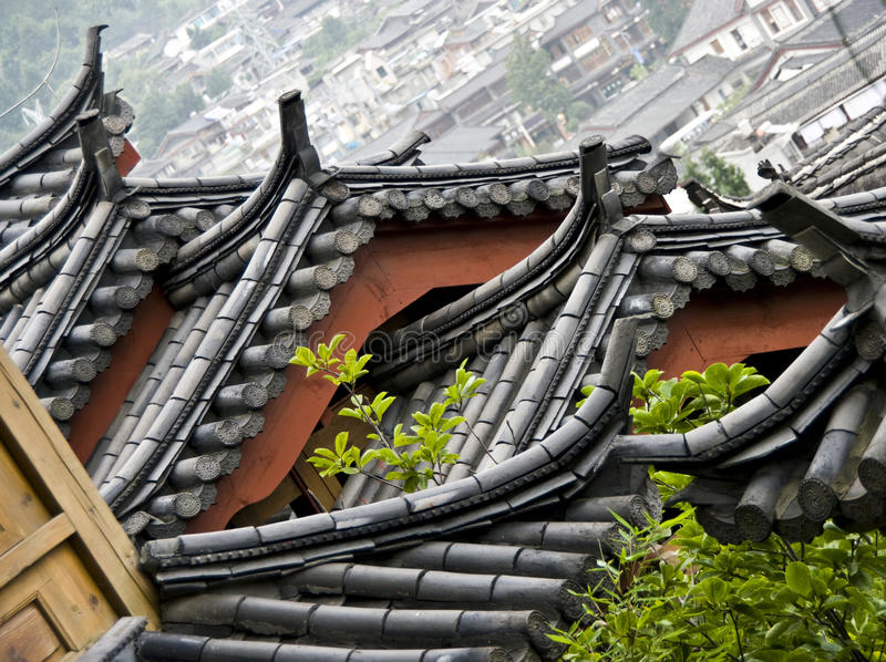 Toit chinois, Lijiang, Chine images stock