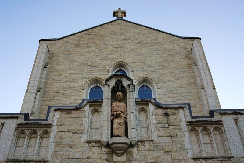 Toit d'église catholique photo stock