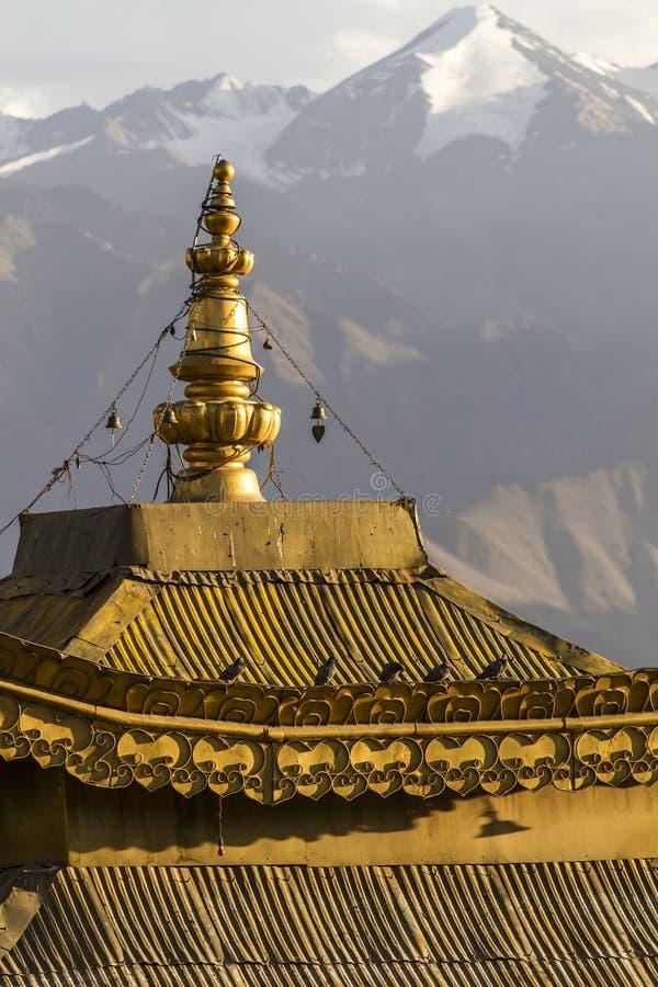Toit d'un temple dans Leh, Ladakh photo stock