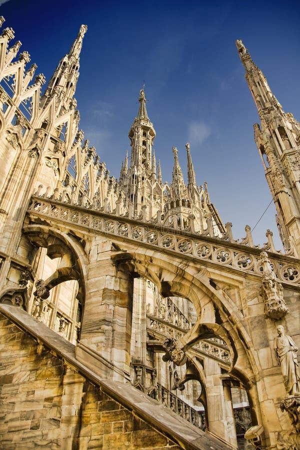 Toit de cathédrale de Milan images libres de droits