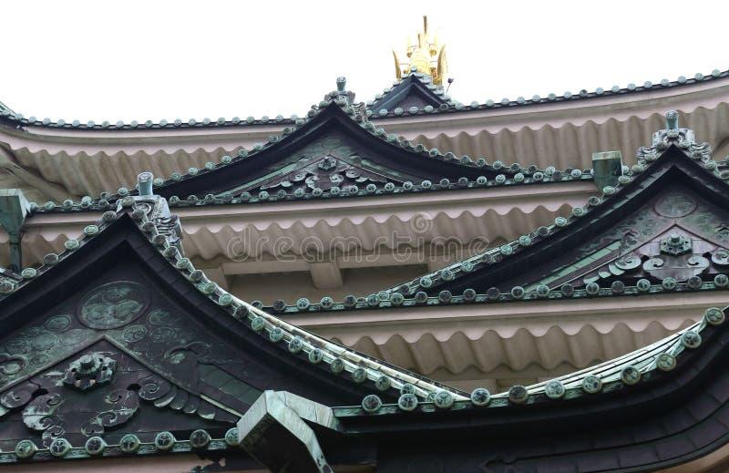 Toit de château de Nagoya avec la carpe d'or photographie stock libre de droits