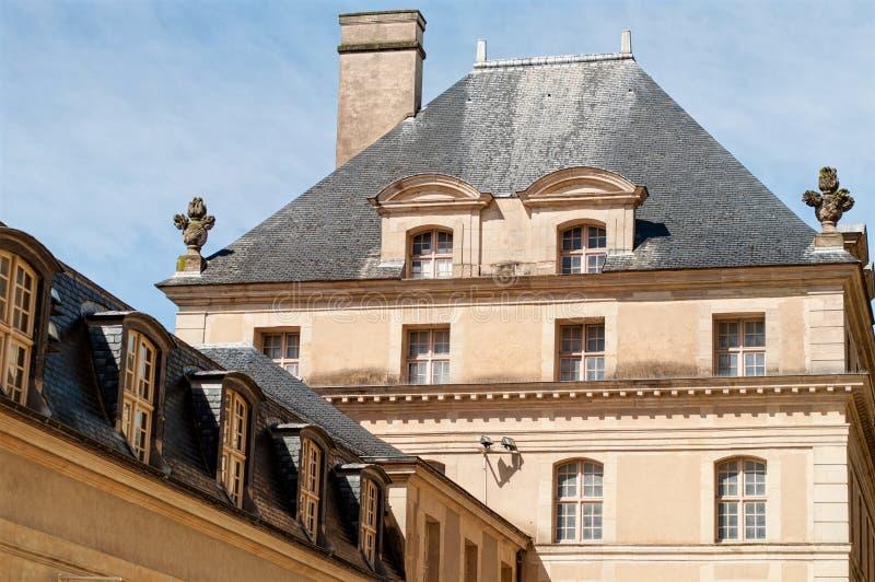 Toit de la résidence nationale d'Invalids à Paris photographie stock libre de droits
