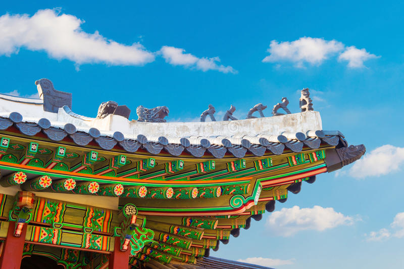 Toit de palais de Gyeongbokgung en Corée photos stock