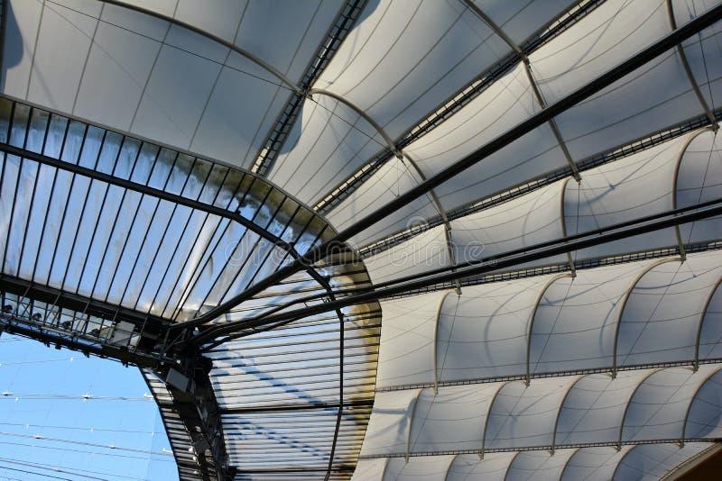 Toit de stade de football de Francfort - arène de Commerzbank images stock