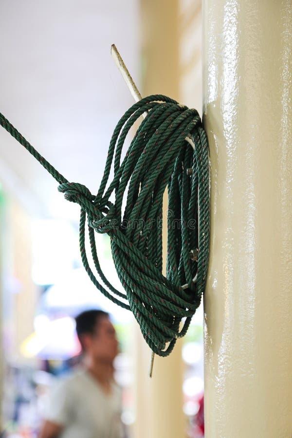 Toit de tente attaché par corde images stock