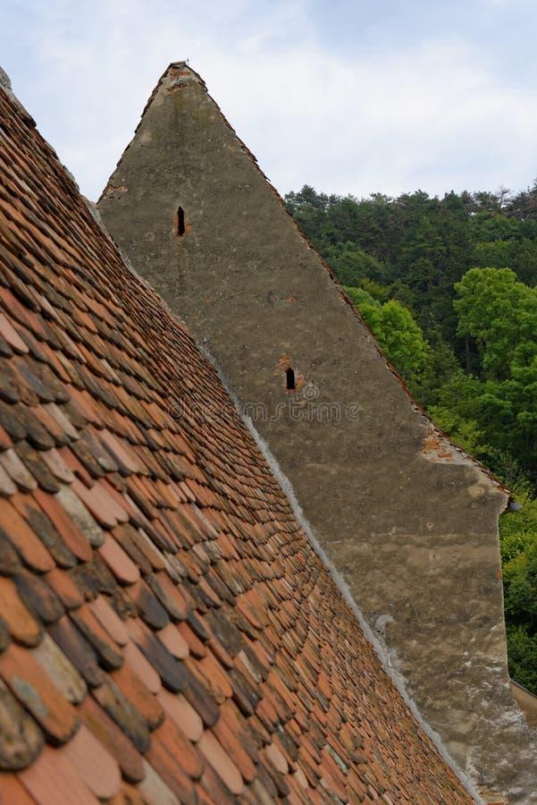 Toit de tuile rouge, jument de Copsa, Roumanie photographie stock