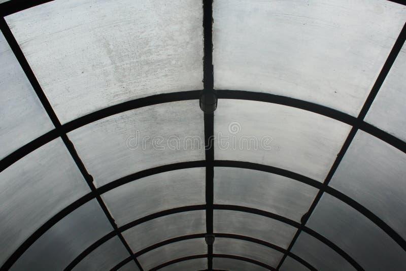 Toit en verre brouillé par la pluie photo libre de droits