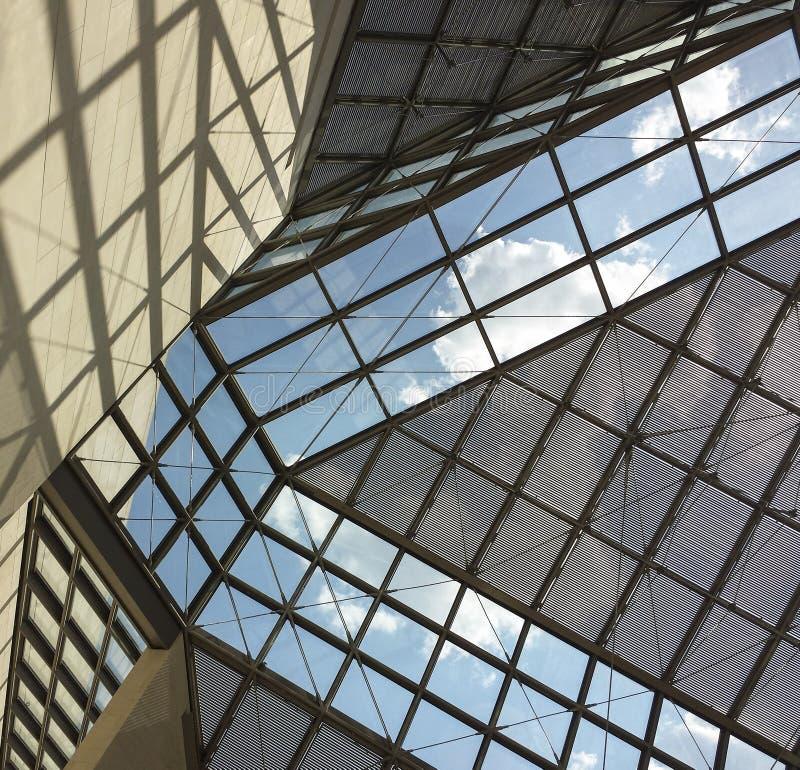 Toit en verre de musée de MUDAM au Luxembourg 3 photo stock