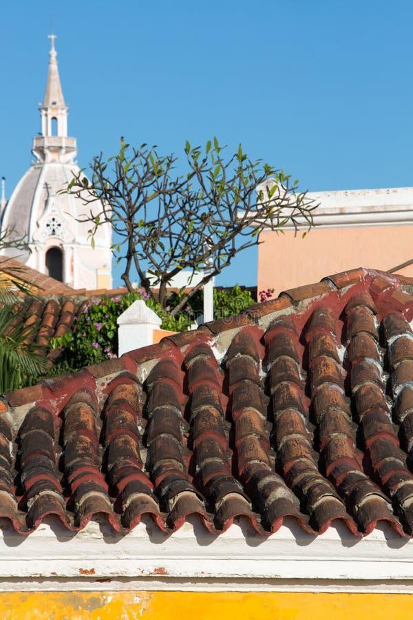 Toit et l'église d'Iglesia de Santo Domingo Cartagena photographie stock