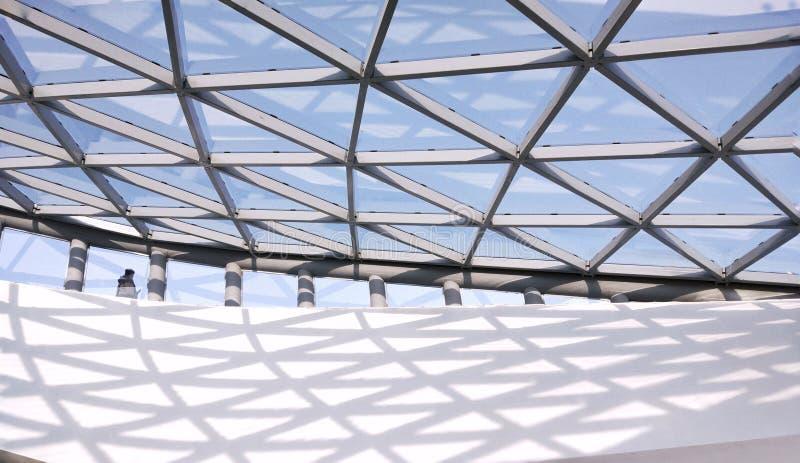 Toit et murs architecturaux en verre photographie stock libre de droits