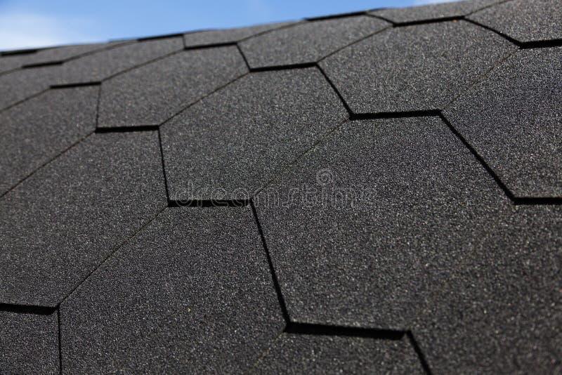 Toit noir avec l'hexagone comme modèle photographie stock libre de droits