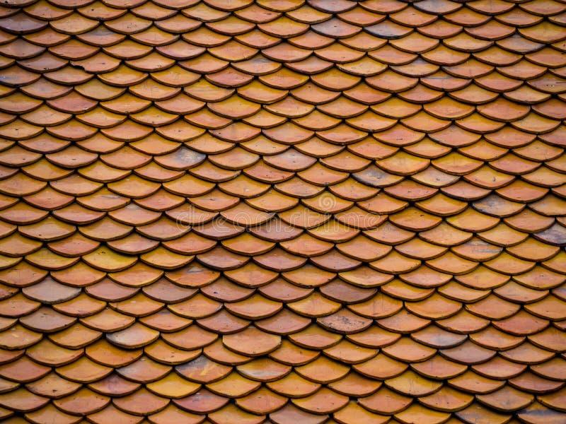 Toit orange de temple d'Arun en Thaïlande photos stock