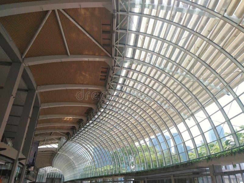 Toit structurel tordu le centre commercial en Marina Bay Sands Singapore image stock
