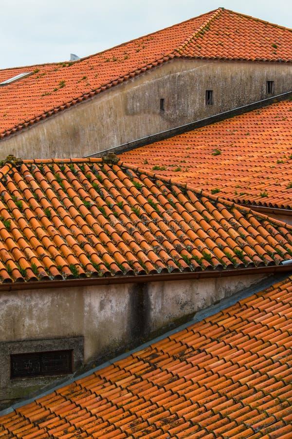 Toits carrelés de vieilles maisons à Porto, Portugal Architecture photo stock