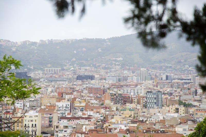 Toits de Barcelone Morceau de la ville de Barcelone vue de l'architecture ci-dessus d'expositions d'une vue générale d'air en été images libres de droits