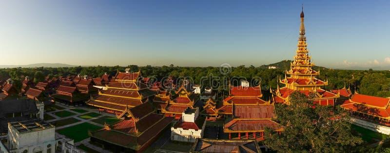 Toits de palais de Mandalay photo stock