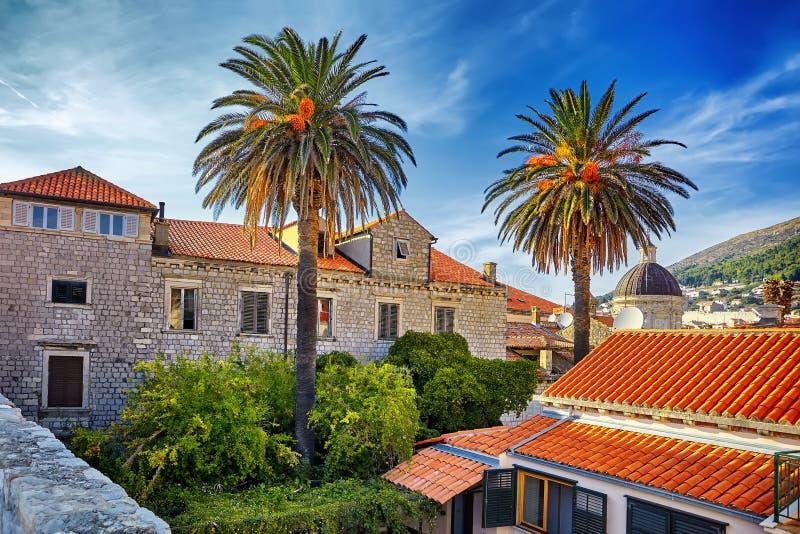 Toits de ville de Dubrovnik de panorama vieux au coucher du soleil L'Europe, Croatie photographie stock libre de droits