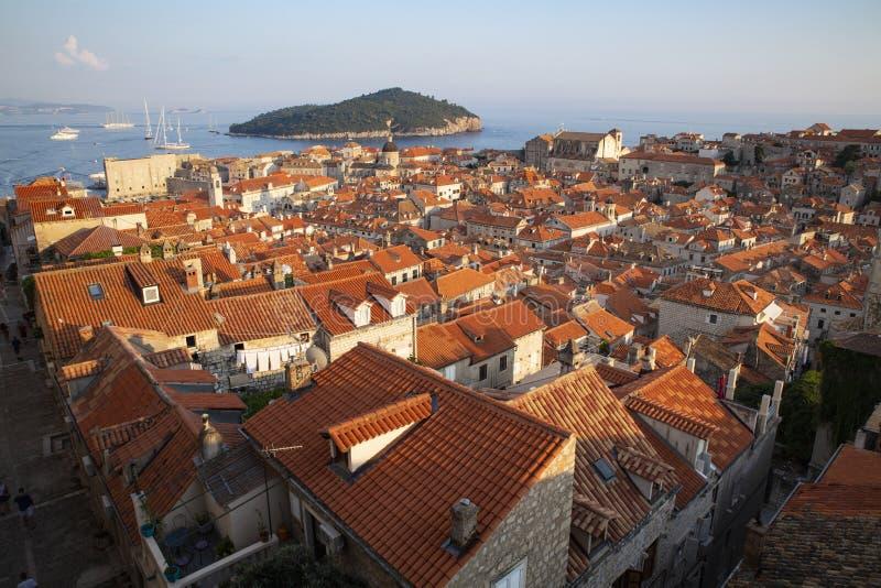 Toits de ville de Dubrovnik de panorama vieux au coucher du soleil L'Europe, Croatie photos libres de droits
