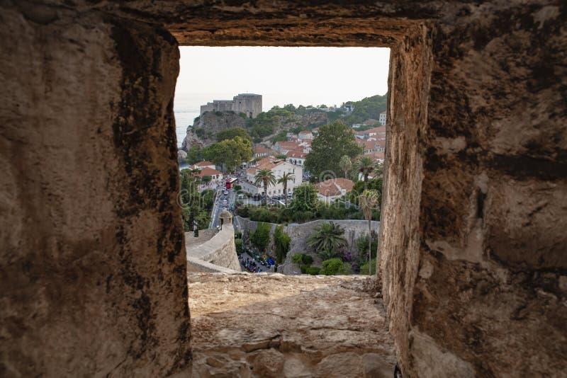 Toits de ville de Dubrovnik de panorama vieux au coucher du soleil L'Europe, Croatie images libres de droits
